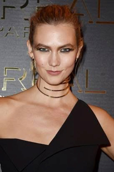 Karl​i​e Kloss's extreme​ gold​ glitter eye make-up